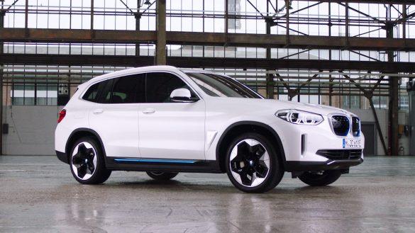 BMW iX3 von rechts