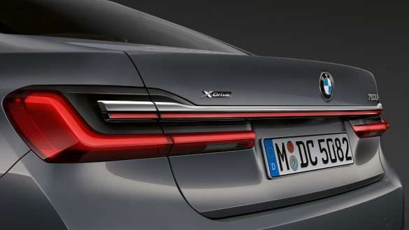 BMW 7er Limousine Heckleuchten mit Lichtband