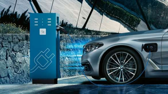 BMW 5er Touring Plug-In Hybrid Ladestation