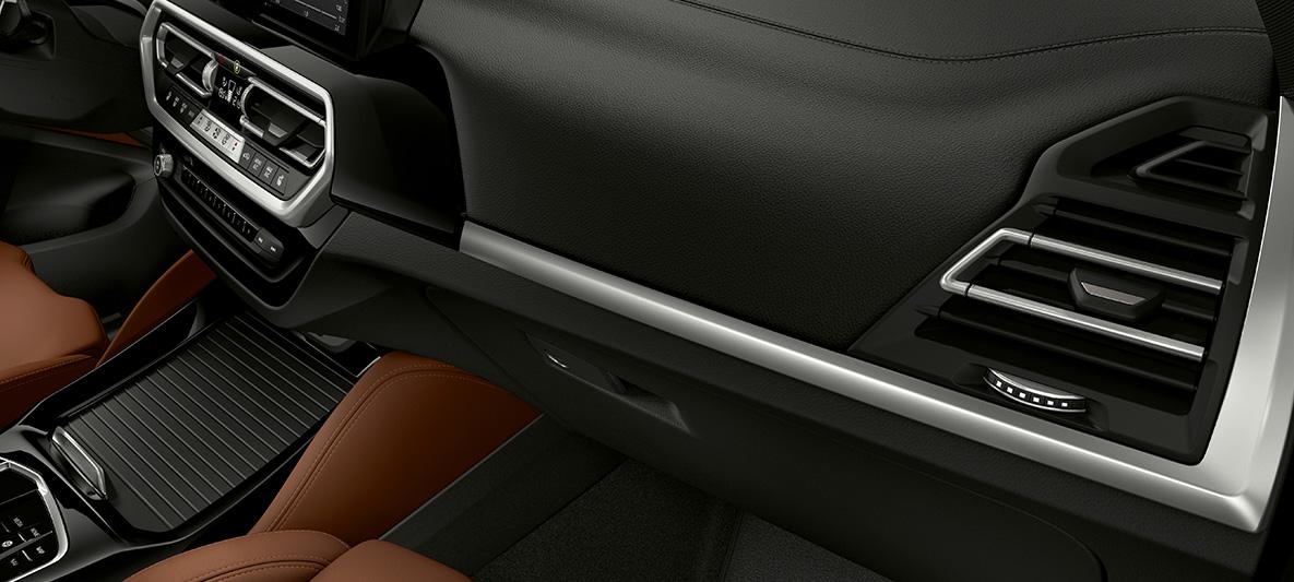 BMW Individual Interieurleisten Pianolack schwarz an Instrumententafel BMW X3 M F97 LCI Facelift 2021